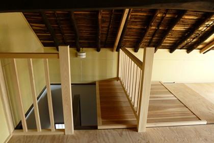 一階と小屋裏を仕切る大戸(スライド式)