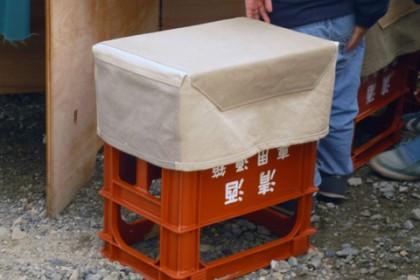 七賢さんでは一升瓶のケースを椅子として利用。技ありのアイデア!