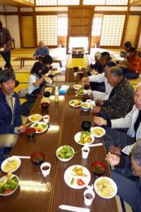 向嶽寺の大衆禅堂で昼食会