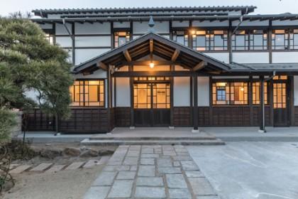 竣工外観(全景夜景) 古(いにしえ)を伝えるその姿は日本のワインの歴史を刻んできた老舗にこそふさわしいもの