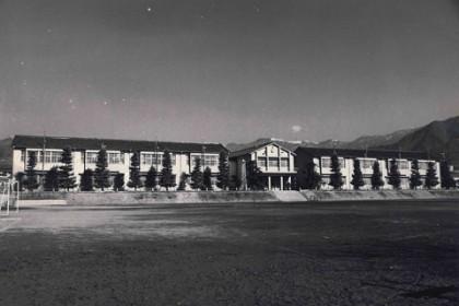 塩山北小学校 美しかった木造2階建て校舎は今はもうない